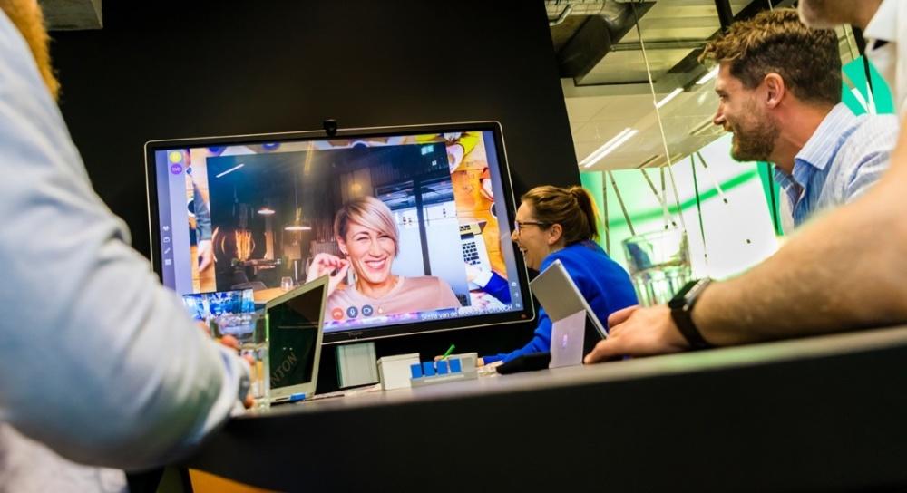CTOUCH   Touchscreen Leddura 2MEET No more trivial meetings