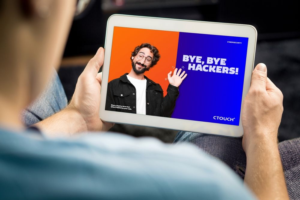 CTOUCH whitepaper So Me banner Cybersecurity on Tablet V211020 NL